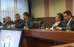 Governador quer empréstimo de 250 milhões de dólares para pagar dívidas em MT