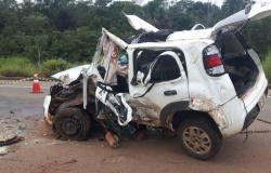 Veículo que transportava cerca de 300 kg de droga capota em rodovia e motorista sofre fraturas em MT