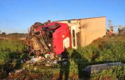 Uma pessoa morre e duas ficam feridas em acidente envolvendo três veículos na BR-163 em Nova Mutum