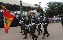 Desfile cívico oficializa comemorações do aniversário de Alta Floresta