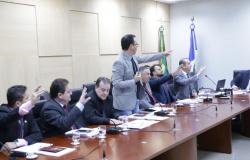 Após quase 12 horas, deputados aprovam projeto sobre incentivos com 6 emendas