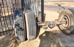 Sinop: eixo de carreta se solta e atinge grade de escola