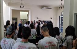 Estudantes de Alta Floresta conhecem trabalho de preservação do Arquivo Público