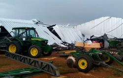 Chuva com ventos fortes deixa estragos em área rural de Paranaita