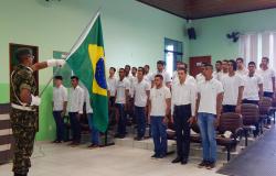Jovens de Nova Monte Verde realizaram o juramento a Bandeira e recebem a Dispensa de Incorporação