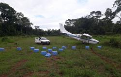 Traficantes e gerente de fazenda são presos com avião com 436 kg de droga em MT