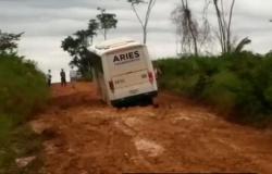 Atoleiro em trecho na MT-160 gera atritos entre municípios de Apiacás e Nova Monte Verde