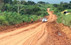Secretaria de Obras de Nova Monte Verde faz reparos em ponto crítico com atoleiros na MT-160 e tráfego é parcialmente normalizado
