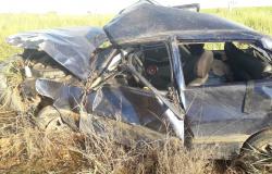 Condutor perde o controle e capota Fiat Uno na MT-208 em Nova Monte Verde