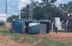 Condutora perde controle de caminhonete e capota na MT 208