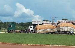 Vagões de carreta se soltam na rodovia MT-320 em Colider