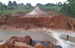 """Chuva rompe represa; """"destrói"""" rodovias e isola município em MT"""