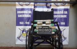 Adolescente de Alta Floresta é flagrada com drogas em cadeira de rodas em Dourados MS