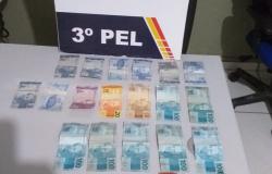 Dupla com drogas e dinheiro do tráfico é detida em Nova Monte Verde