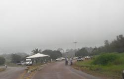 Prefeito de Paranaíta monta barreira para monitorar entrada da população