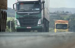 Caminhoneiros em MT sentem dificuldades para transportar soja com as medidas de prevenção ao Covid-19