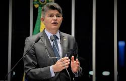Coronavírus: José Medeiros defende antecipação do 13º salário para profissionais de saúde e da segurança pública