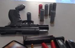 """Homem é detido em Carlinda porte ilegal de arma após """"fura"""" barreira sanitária em Alta Floresta"""