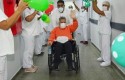 Caminhoneiro de Mato Grosso recebe alta após ser curado de coronavírus