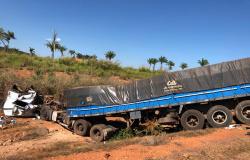 Acidente na MT-320 envolve carreta e caminhão entre Colíder e Nova Santa Helena, uma pessoa ferida