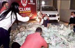 Cliente de Nova Monte Verde fatura carro em sorteio da Rede Machado