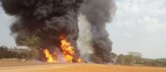 Carretas pegam fogo em colisão com caminhonete na BR - 163; 2 mortos