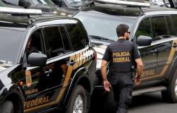 PF cumpres mais de 400 mandados de prisão contra facção; três são em MT