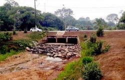 Alta Floresta: Água de córrego na avenida Mato Grosso desaparece