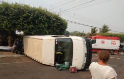 Van que transportava pacientes tomba após acidente em MT e idoso morre