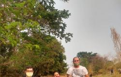 Educadores e estudantes de Escola Estadual de Alta Floresta participam de mutirão de purificação de córrego