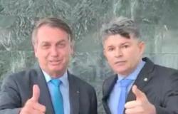 Bolsonaro elogia Medeiros e o mantém na liderança do governo