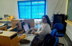 Professora de escola de campo percorre 12 km para dar aulas pela internet em Alta Floresta
