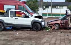 Vitima na colisão entre carros teve fraturas e lesões no pulmão o estado de saúde ainda é considerado delicado