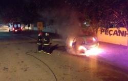 Carro é destruído pelo fogo em Alta Floresta; veja imagens