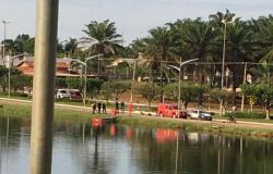 Mulher é encontrada morta em lago e corpo é retirado pelos bombeiros em Matupá
