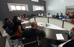 Vereadores e prefeito discutem proposta para reduzir cargos na prefeitura de Alta Floresta