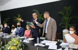 """Em Lucas do Rio Verde, prefeito e vice """"ganham"""" aumento de até 34%"""