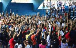 Decisão de reabir escolas pode levar a uma greve geral na Educação