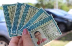 Condutor com CNH vencida em janeiro de 2020 deve renovar o documento este mês