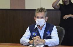 Governador de MT critica gestão federal da vacina e prega medidas de distanciamento