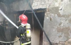 Casa fica parcialmente destruída após incêndio em Alta Floresta