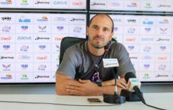 SEM COMANDO: Cuiabá dispensa técnico Allan Aal após acesso à série A