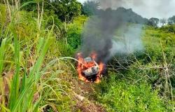 NOVA GUARITA: Carro sai da pista, pega fogo e homem morre carbonizado na MT-208