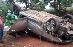 Motorista perde controle na MT-320, invade pista e colide com outro veículo