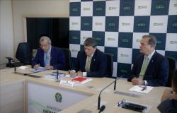 Ministro da Infraestrutura garante extensão da Ferronorte para Cuiabá e Lucas do Rio Verde