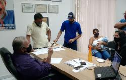 Moradores pedem ao vereador Tuti apoio dos deputados Nininho e Geller e do senador Fávaro para pavimentação da Avenida das Orquídeas