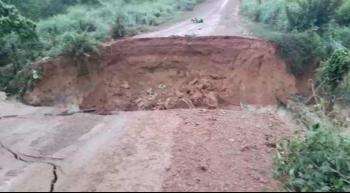 Chuva rompe bueiro em estrada de Nova Santa Helena e deixa comunidade isolada