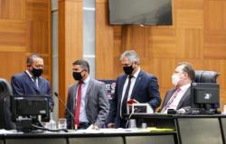 Deputados de MT aprovam projeto que aplica multa de R$ 500 a quem não usar máscara