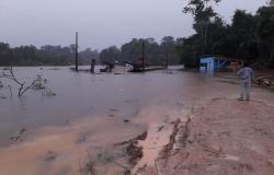 Balsa que faz a travessia do rio Apiacás na MT-206 é interditada