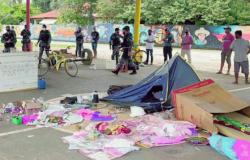Operação integrada retira sem tetos acampados na Praça Cívica de Alta Floresta